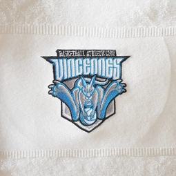 Broderie sur serviette pour le club de @vincennesbasketball  #broderie #vincennes #sport #textiles #serviette #bacvincennes
